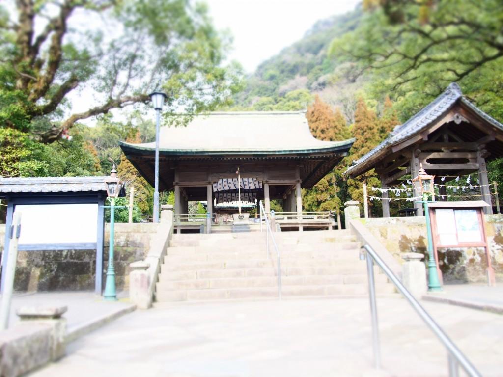 鶴嶺神社の境内
