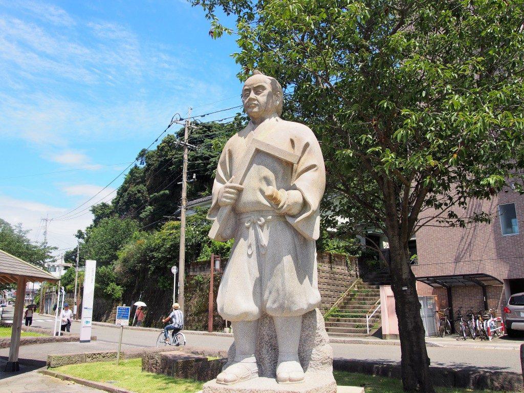 岩永三五郎の銅像