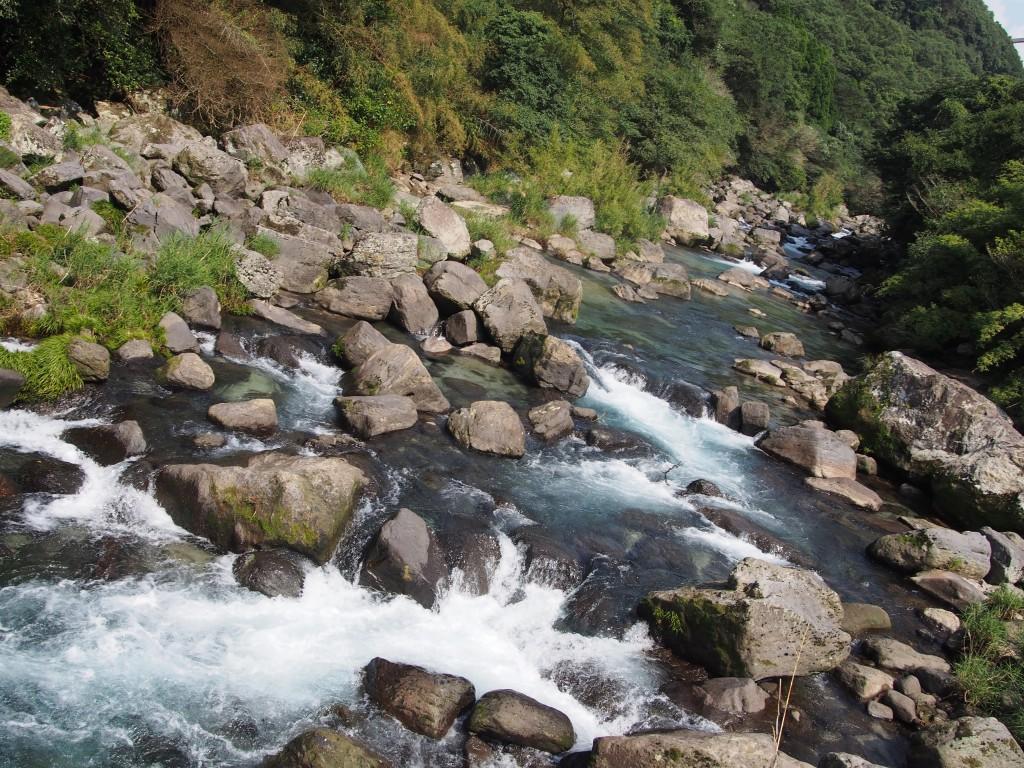 雄川の激しい水流!