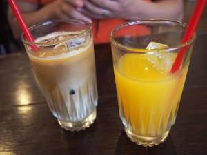 カフェオレとオレンジジュース@あめいろたまねぎ