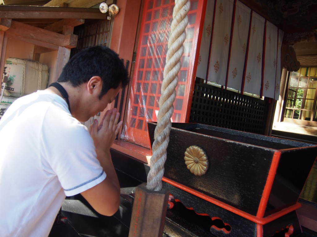新田神社で参拝