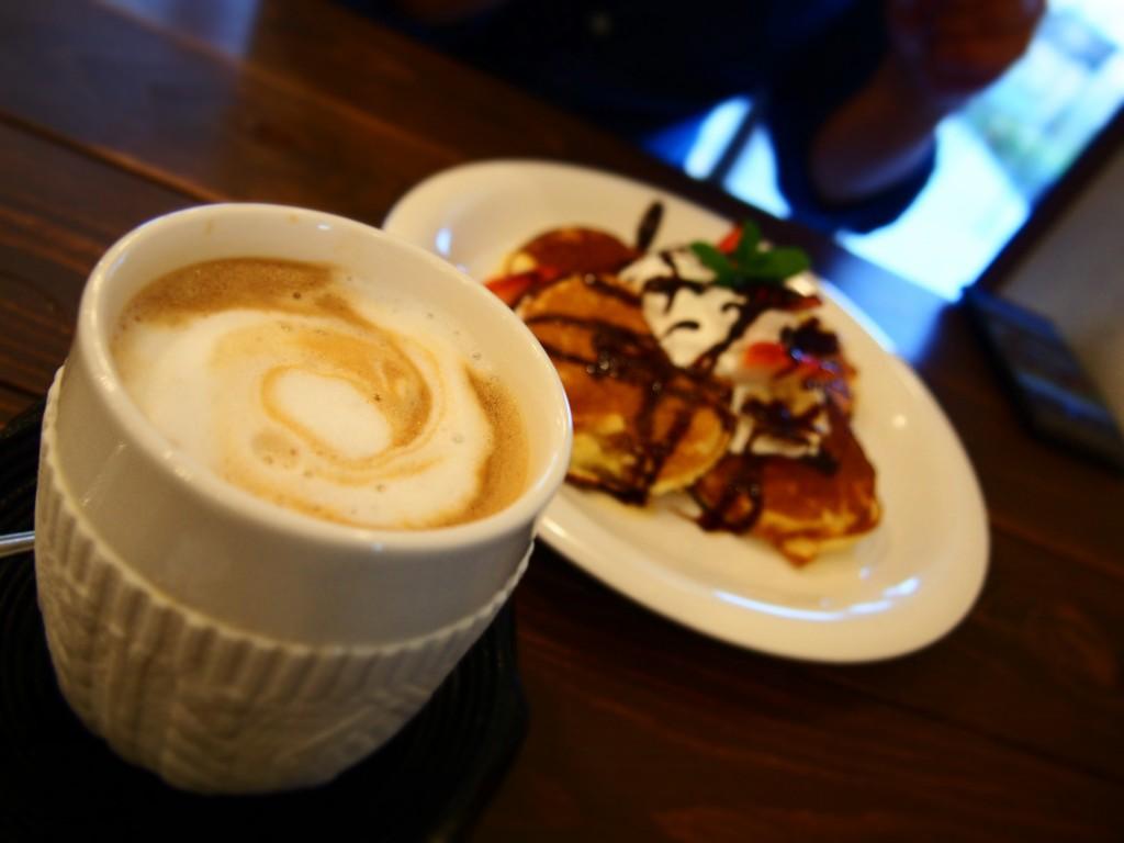 カフェオレとパンケーキ