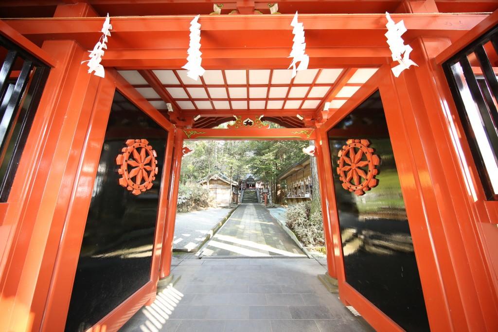 霧島東神社の門