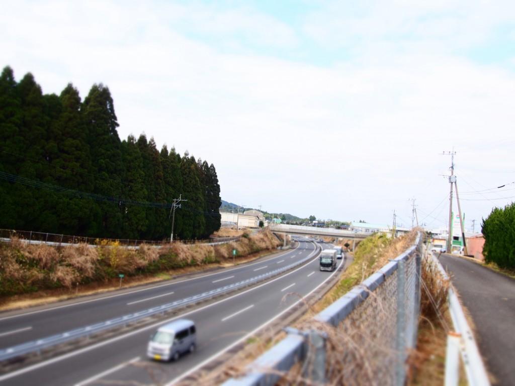 路地裏カフェ 高速道路