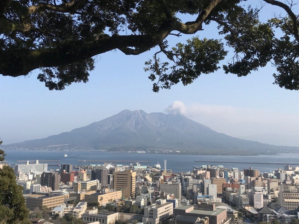 桜島と鹿児島市街地の絶景