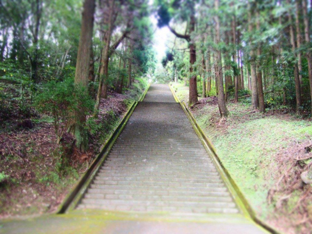 高屋山上陵の階段