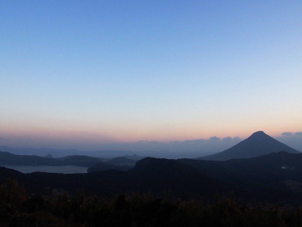 池田湖と開聞岳の夕暮れ