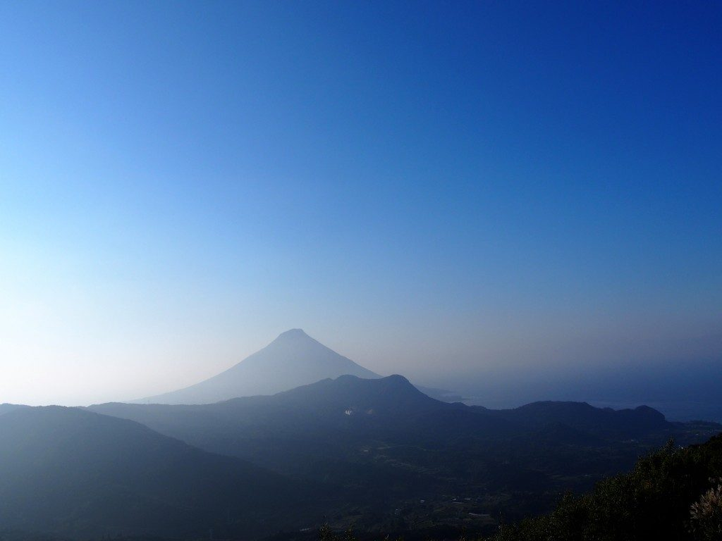 大野岳から眺めた開聞岳