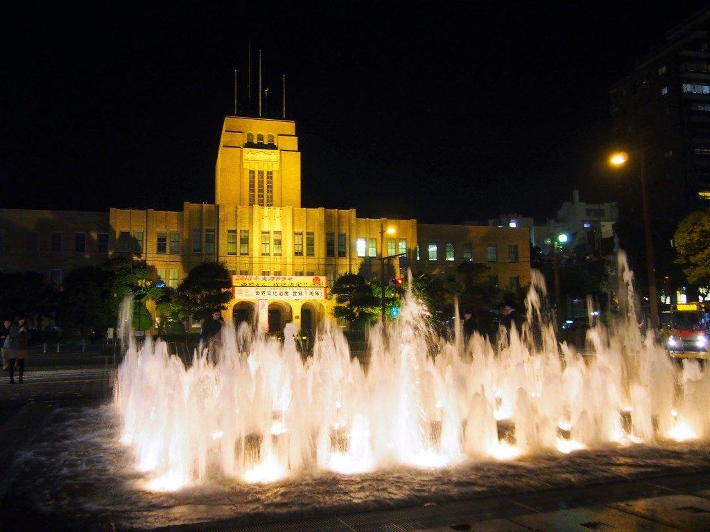美しくライトアップされる鹿児島市役所