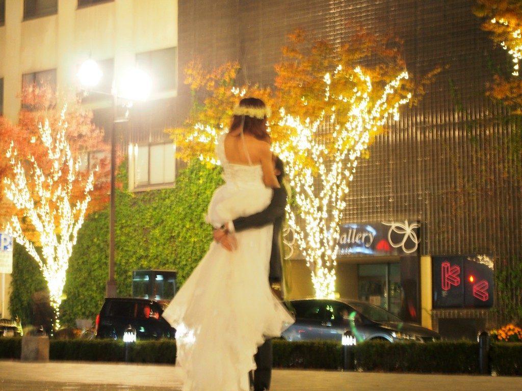 みなと大通り公園のイルミネーションで結婚式の前撮り