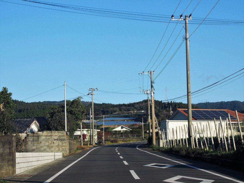 鰻温泉に続く道路