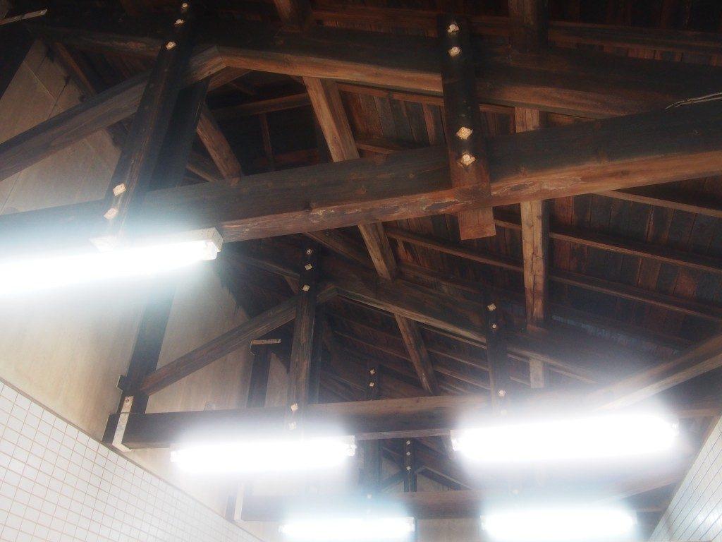 鰻温泉の公衆浴場の天井