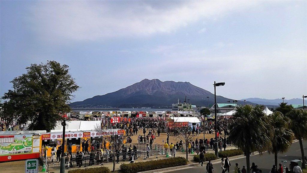 ラーメン王決定戦会場と桜島