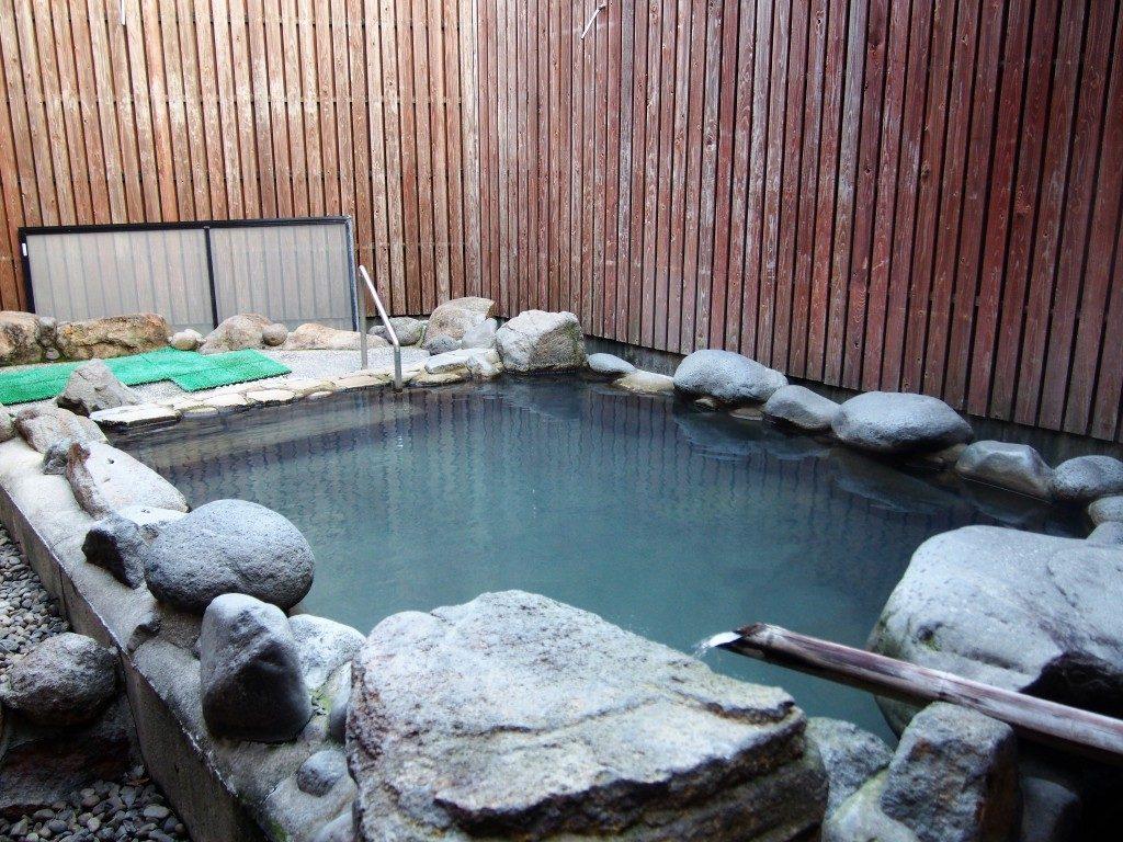 前田温泉カジロが湯の外湯