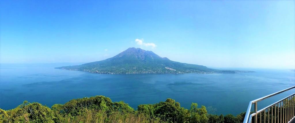 海岸展望台から見た桜島