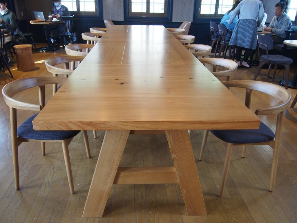 スターバックス鹿児島仙巌園店の中央テーブル