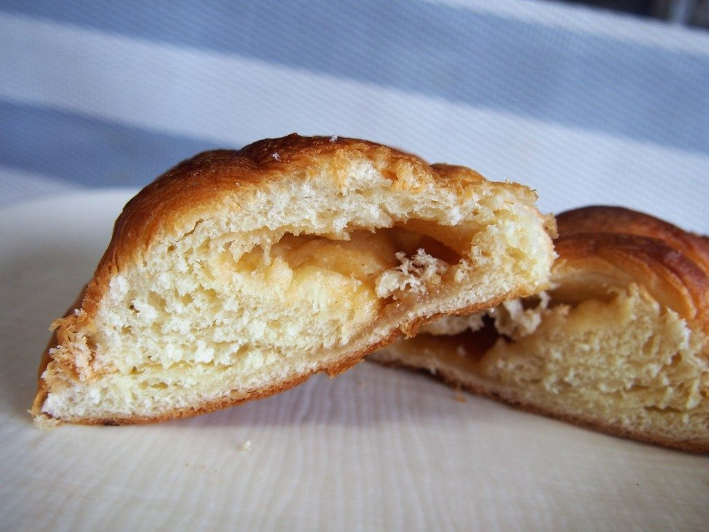 清月ベーカリーのピーナツデニッシュクリームパン