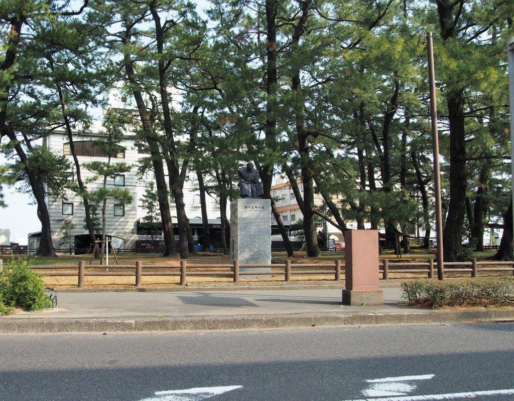 調所広郷の像