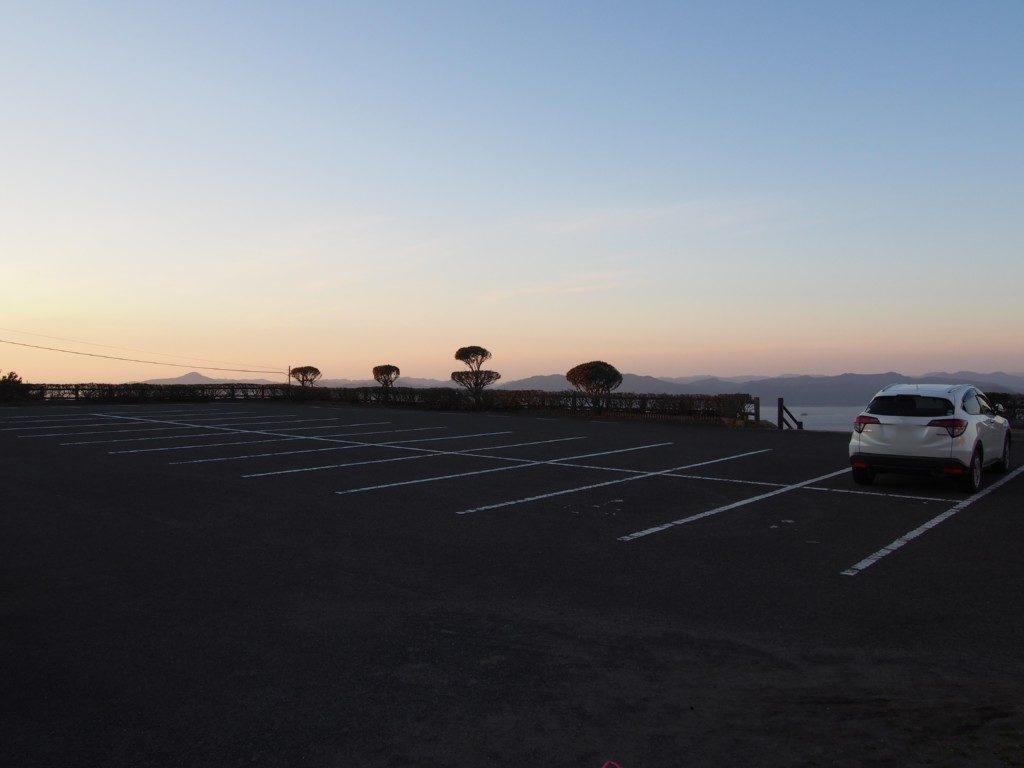 行人岳の駐車場