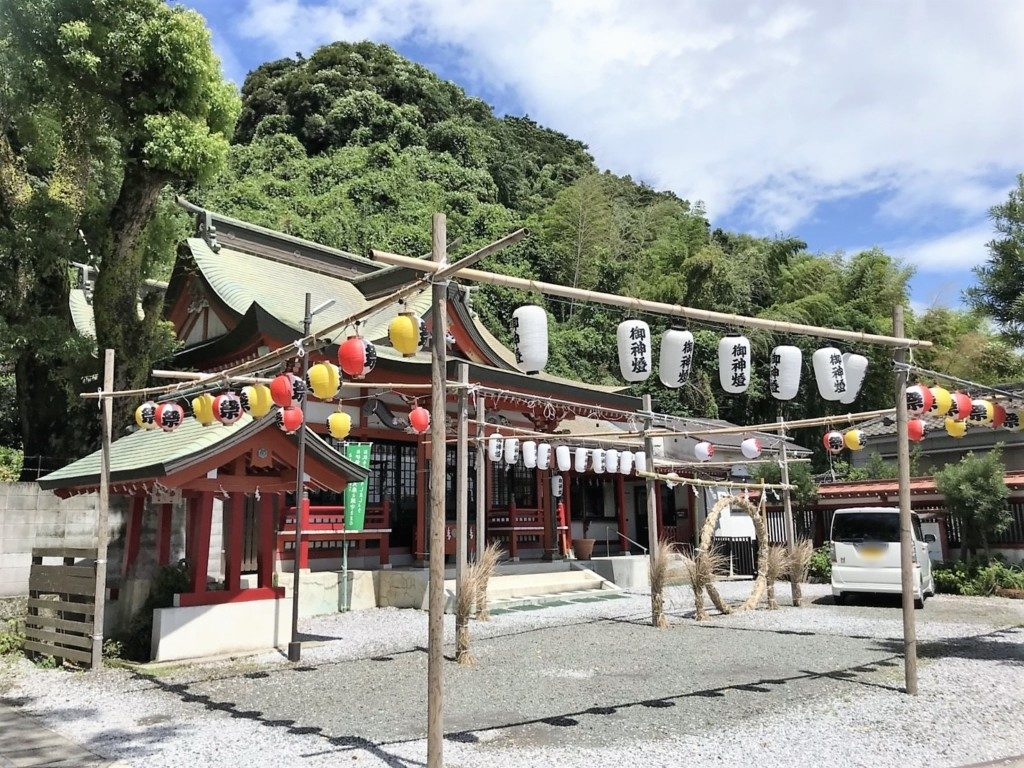 建部神社の境内