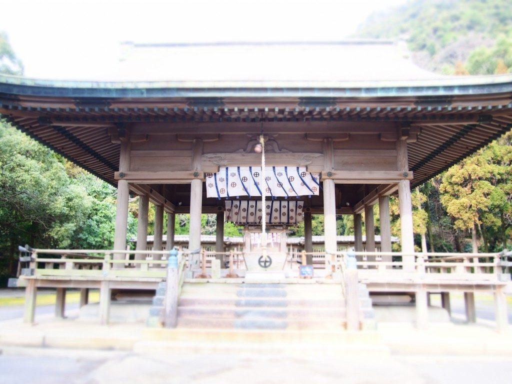 鶴嶺神社の社殿