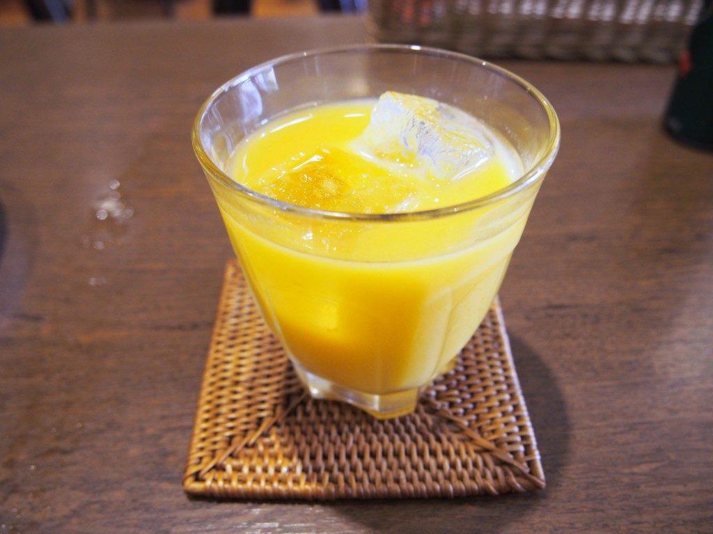 紙風船のオレンジジュース